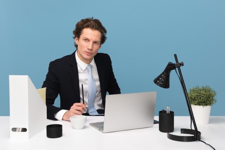 How to Be a Boss and Still Manage Employee Relations